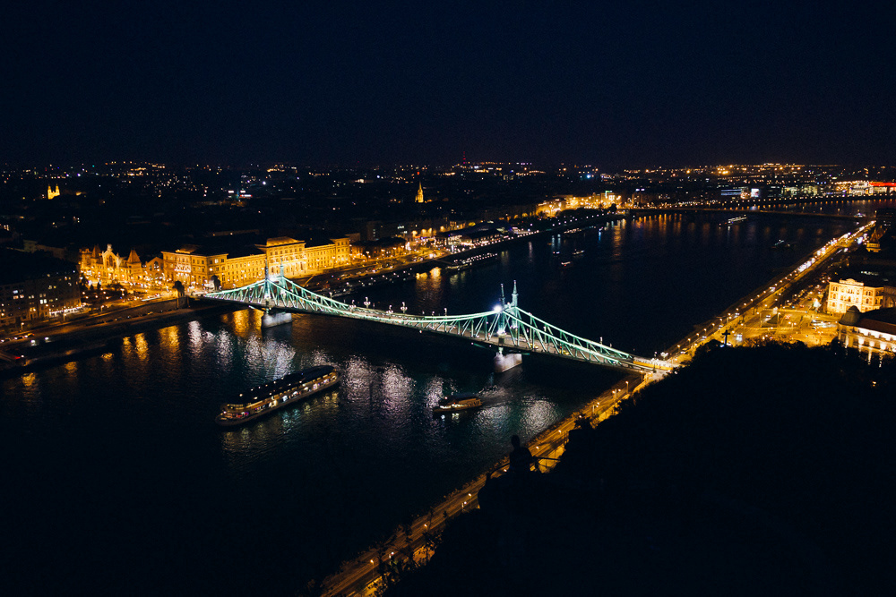 Budapest by Pasi Tiitola